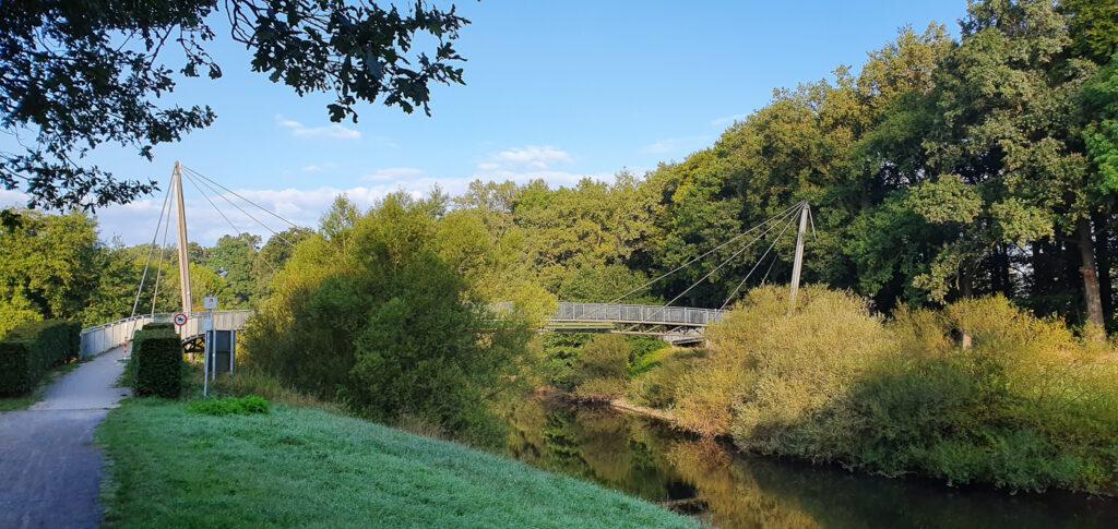 Kleine Hängebrücke bei Emsdetten auf dem Emsradweg